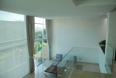 Casa el Hatillo: Salas / recibidores de estilo minimalista por Arquitecto Juan Pablo Fernandes