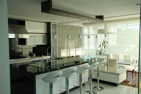 Casa el Hatillo: Cocinas de estilo minimalista por Arquitecto Juan Pablo Fernandes