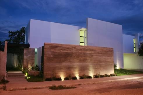 Casa RP: Casas de estilo moderno por TNGNT arquitectos