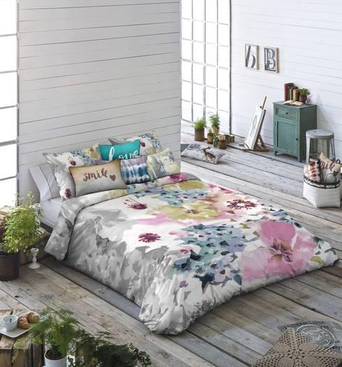 Camera da letto in stile  di TEXTIL ANTILO