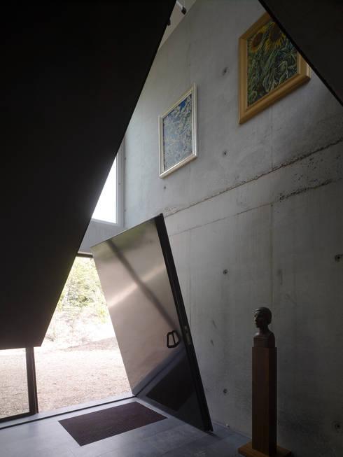 Corridor and hallway by De Zwarte Hond