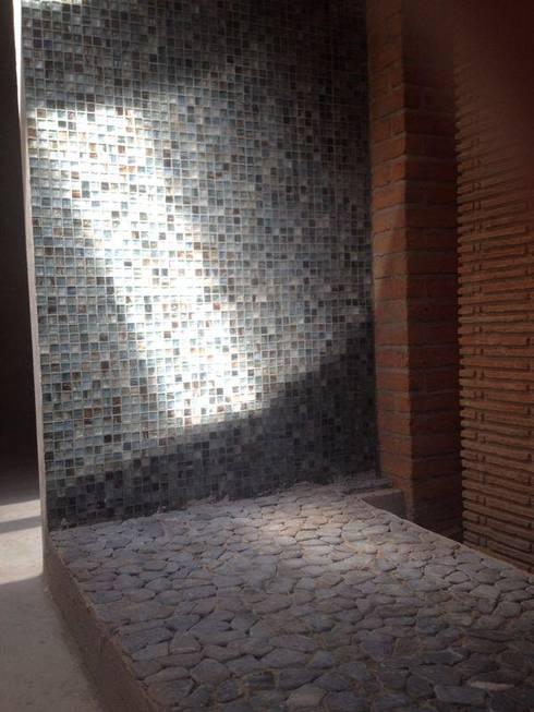 Diseño de proyectos y espacios: Pasillos y recibidores de estilo  por Eurekaa