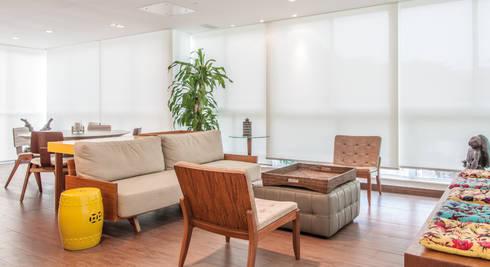 Residência Barra da Tijuca: Salas de estar modernas por AR Arquitetura & Interiores