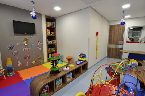Hospital Brasil: Salas multimídia modernas por LMartins Fotografia