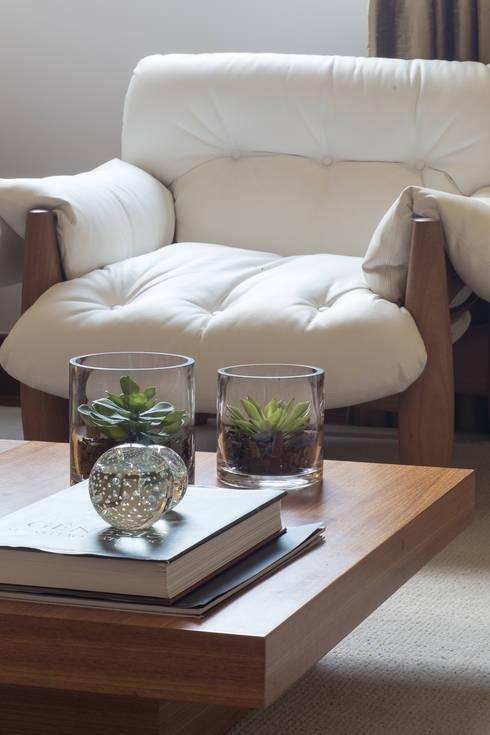 Apartamento VL: Salas de estar modernas por Flavia Castellan Arquitetura