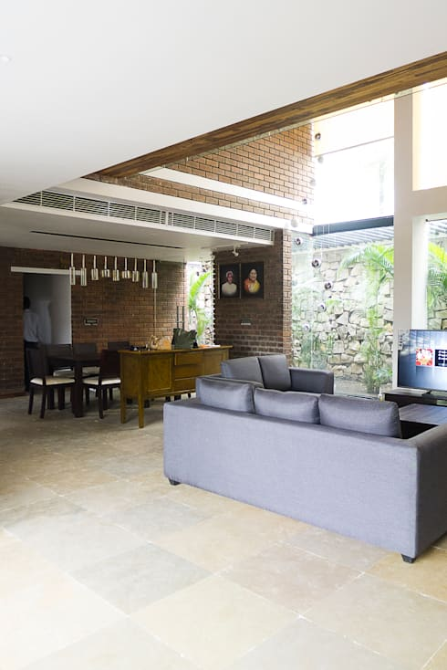 Brick House , Wardha , Nagpur, India: rustic Dining room by Mu design