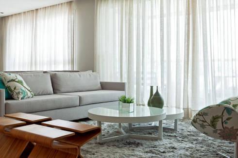 PR. MR. INDIANOPOLIS: Sala de estar  por Tatiana Spencer Arquitetura e Design