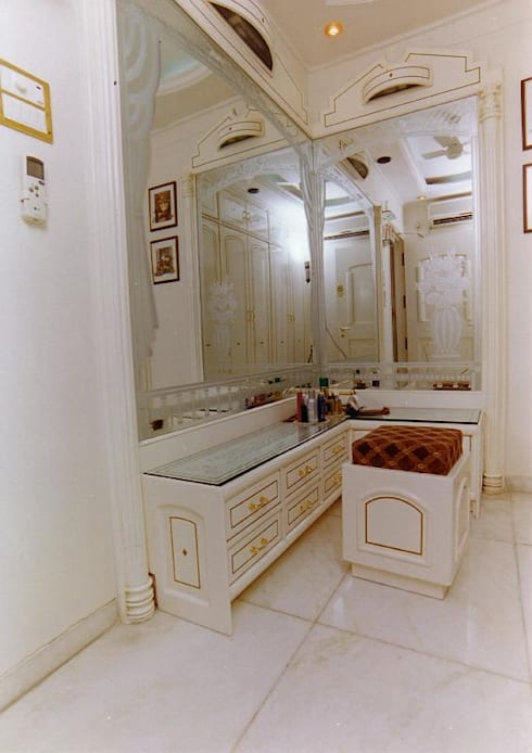 Apartment:  Dressing room by NAMAN INTERIORS - Turnkey Interior Contractors