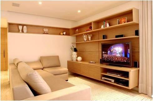 PR. LT. SAÚDE: Casa  por Tatiana Spencer Arquitetura e Design