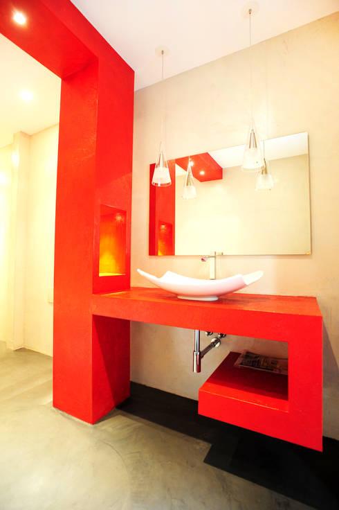 RESIDENZA PRIVATA | Torino | 2013: Bagno in stile  di studio AGILE