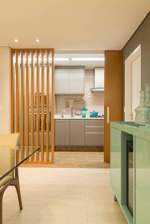 Sala Integrada à Cozinha: Cozinhas modernas por Madi Arquitetura e Design