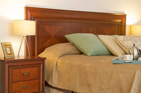 Porto cerezo: Recámaras de estilo ecléctico por Muebles Maple