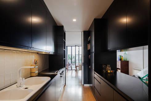 Casa Cedofeita: Cozinhas modernas por Floret Arquitectura