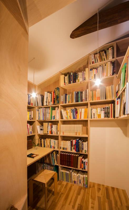 ほんとのいえ: スズケン一級建築士事務所/Suzuken Architectural Design Officeが手掛けた書斎です。
