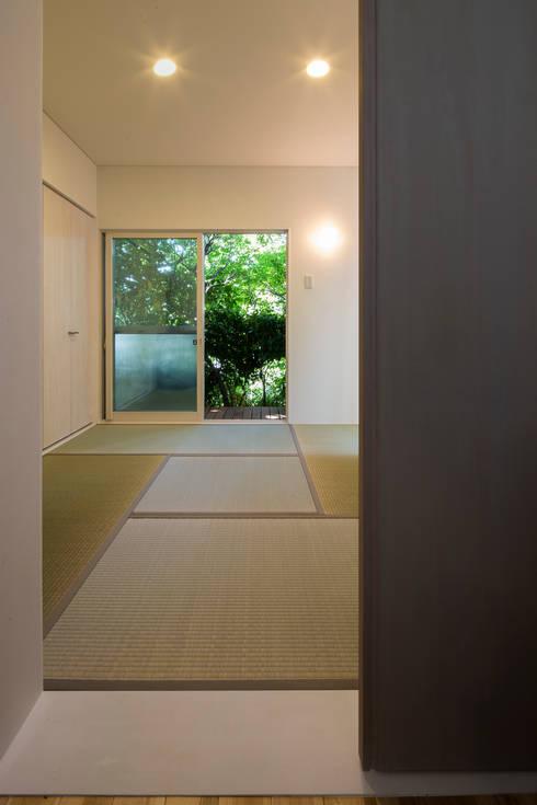 ほんとのいえ: スズケン一級建築士事務所/Suzuken Architectural Design Officeが手掛けた寝室です。