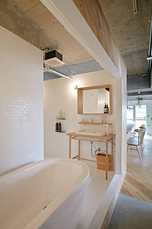 .8 HOUSE: .8 / TENHACHIが手掛けた浴室です。