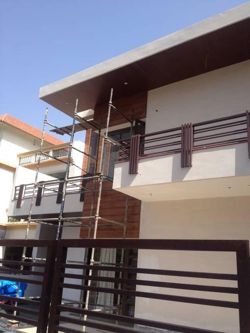exterior grade hpl : modern Houses by JRD Associates