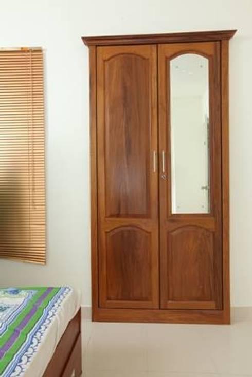 TRADITIONAL INTERIORS.:  Windows & doors  by homecenterktm
