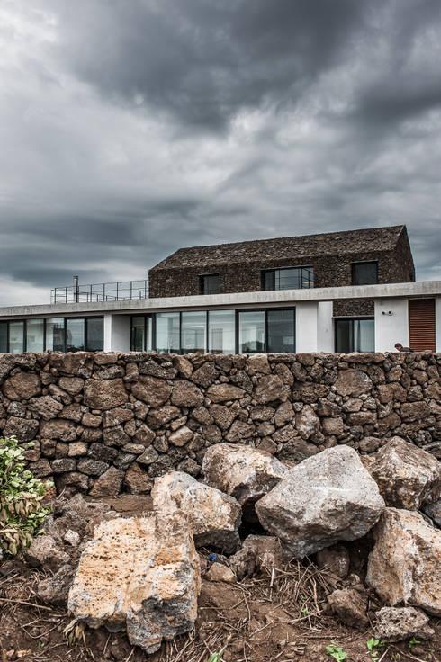 Casas  por ZeroLimitsArchitects
