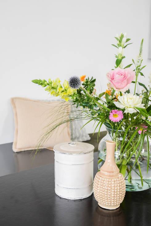 Blumen Small: moderne Esszimmer von Bloomon Deutschland