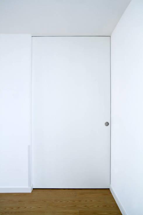 moradia JE: Closets  por involve arquitectos