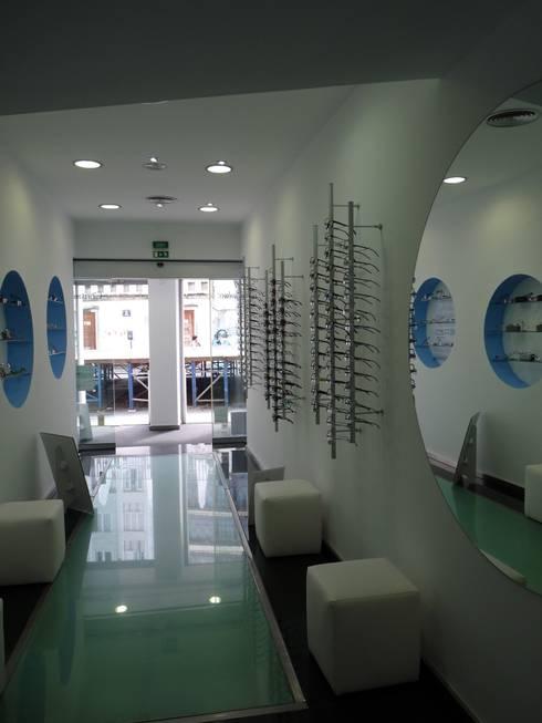 Hall de entrada:   por Obras de Marca   Remodelações