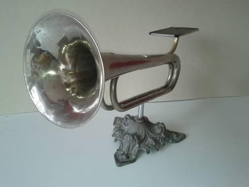Amplificador Musical para Celular - Mesa: Arte  por QueLindo - Arte Decorativa