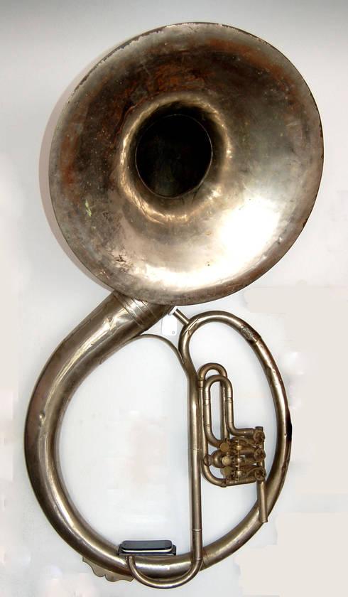 Amplificador Musical para Celular - Tuba Antiga / Parede: Arte  por QueLindo - Arte Decorativa