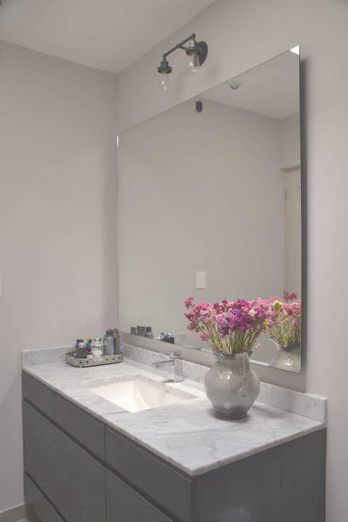 Soledad: Baños de estilo  por CuboB Arquitectura de Interiores