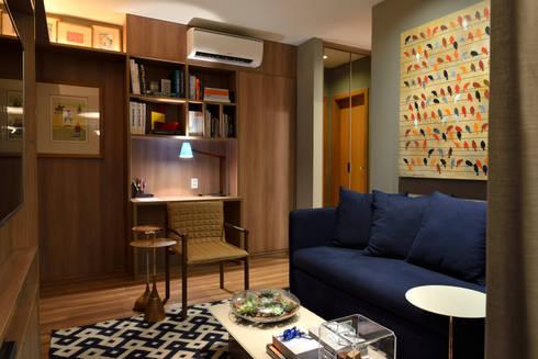 Apartamento pequeno – 43m²: Salas de estar modernas por Moreno e Brazileiro   Arquitetos