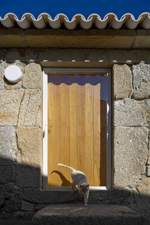 Casa Clara: Janelas   por BICA Arquitectos