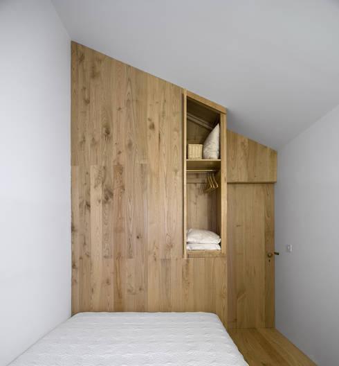 Camera da letto in stile  di BICA Arquitectos