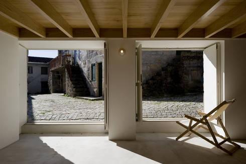 Casa Clara: Casas minimalistas por BICA Arquitectos