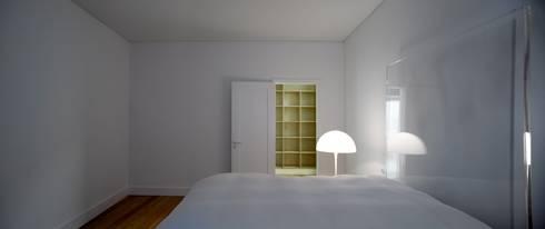Casa Príncipe Real: Quartos minimalistas por BICA Arquitectos