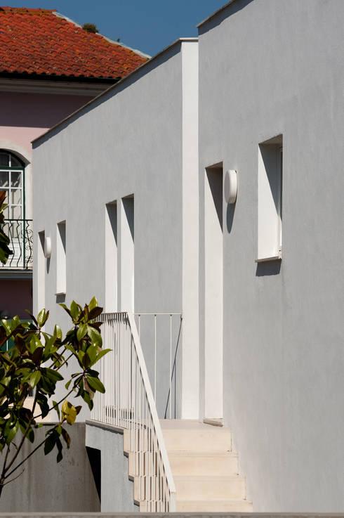 3 Casas para 3 Irmãs: Janelas   por BICA Arquitectos