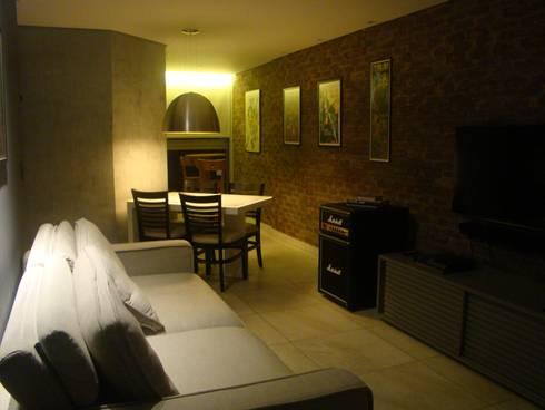 iluminação para receber: Salas de estar minimalistas por juliana lana e oziel alvernaz