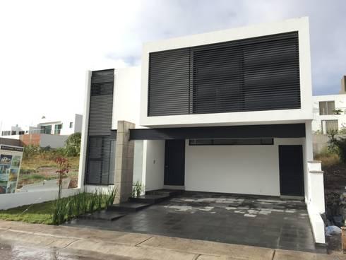 Teques 154: Casas de estilo moderno por SANTIAGO PARDO ARQUITECTO