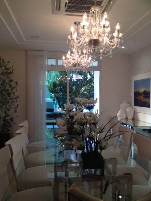 Residência Itaúna: Salas de jantar ecléticas por Studio HG Arquitetura