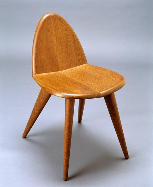 Cadeira Tonc: Casa  por Atelier Pedro Silva Dias