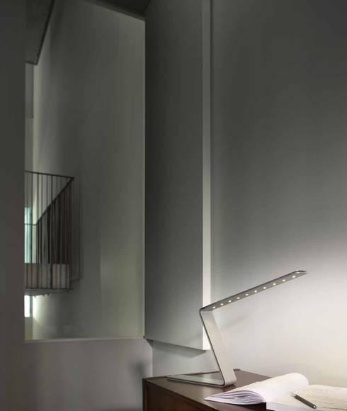 Candeeiro – Lamp ZED: Casa  por Atelier Pedro Silva Dias