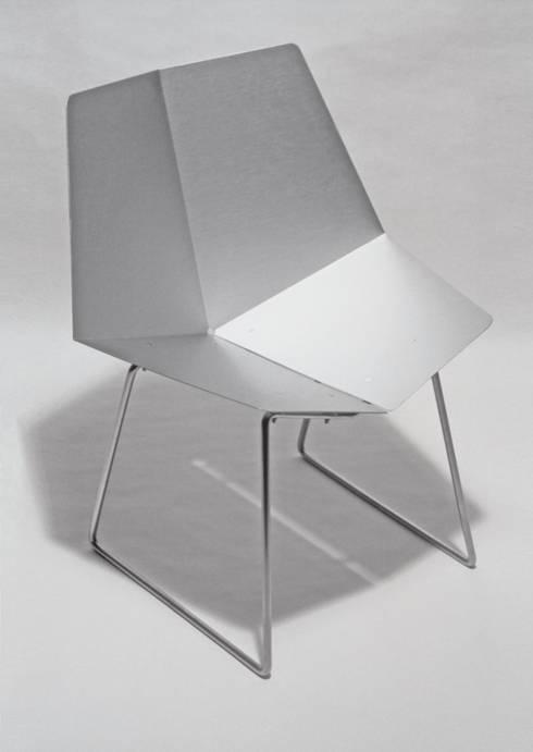 Cadeira Dobra: Casa  por Atelier Pedro Silva Dias