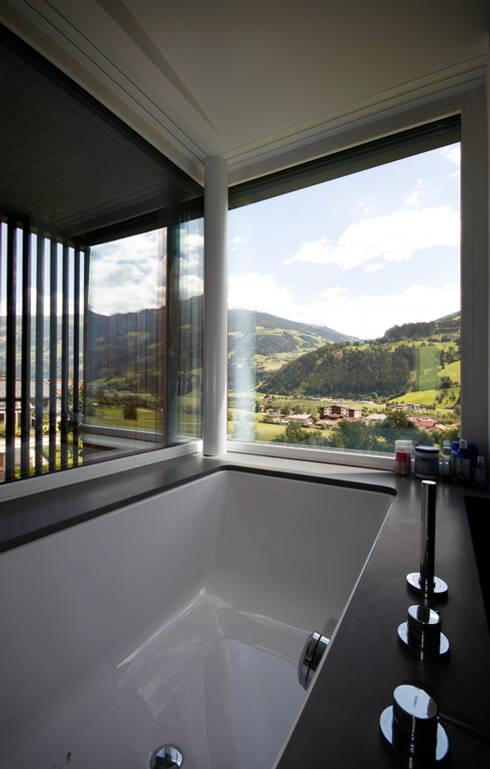 moderne Badkamer door BESTO ZT GMBH_ Architekt DI Bernhard Stoehr