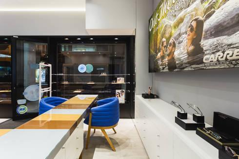 OMR_SM_7: Lojas e espaços comerciais  por XYZ Arquitectos Associados