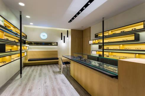 OMR_AM_1: Lojas e espaços comerciais  por XYZ Arquitectos Associados