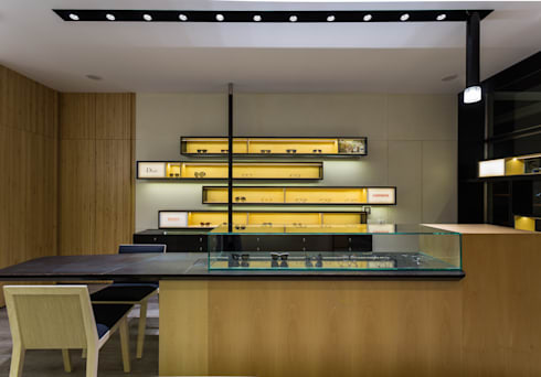 OMR_AM_5: Lojas e espaços comerciais  por XYZ Arquitectos Associados