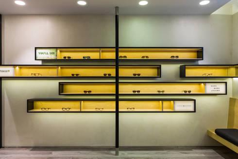 OMR_AM_9: Lojas e espaços comerciais  por XYZ Arquitectos Associados