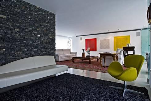 Casa MR: Salas / recibidores de estilo moderno por oda - oficina de arquitectura
