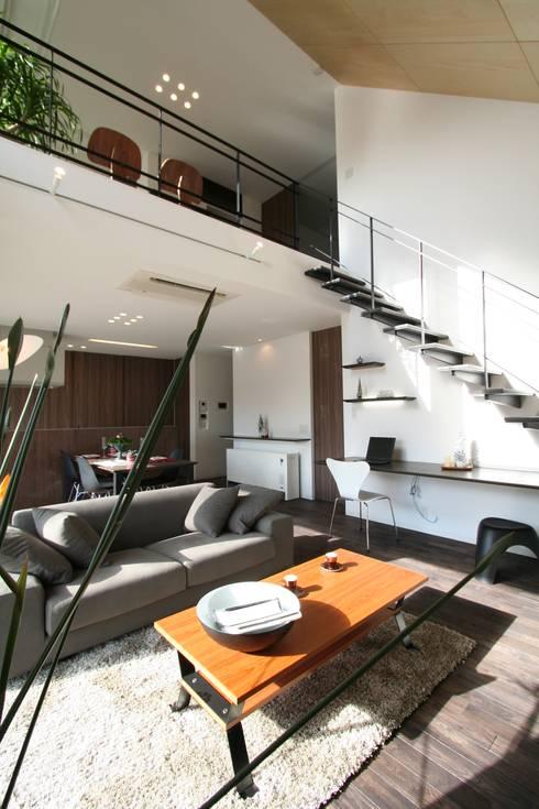 Projekty,  Korytarz, przedpokój zaprojektowane przez クコラボ一級建築士事務所