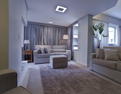 Apartamento AG: Salas de estar minimalistas por Super StudioB