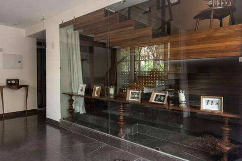 Lobby:  Corridor & hallway by Design Plus